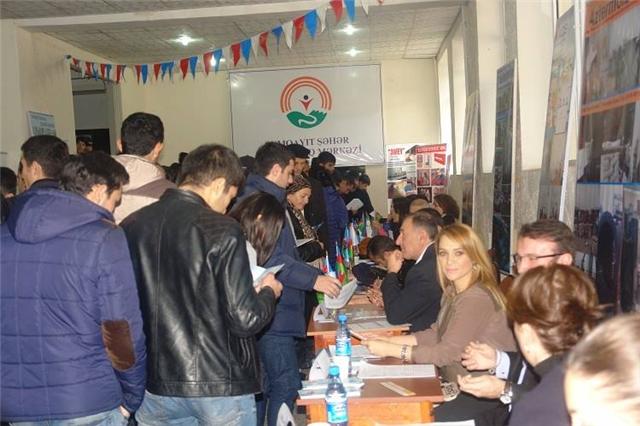 Sumqayıtda əmək yarmarkası keçirilib: 620 iş yeri - FOTOLAR
