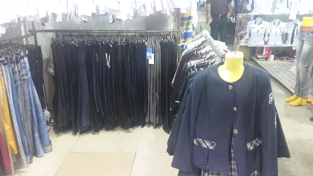 Sumqayıtda saxta məktəbli formaları satışdan çıxarıldı - FOTO