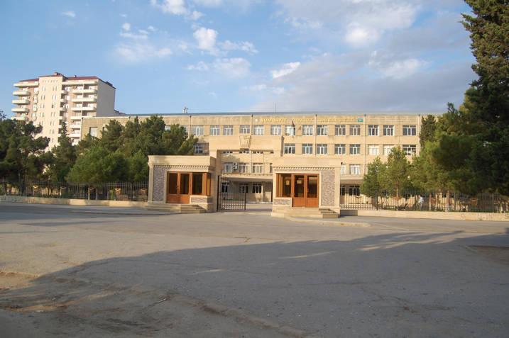 Sumqayıtda 100-ə yaxın təhsil işçisi küçədə qaldı: Prezident sərəncamına niyə əməl edilmir?!