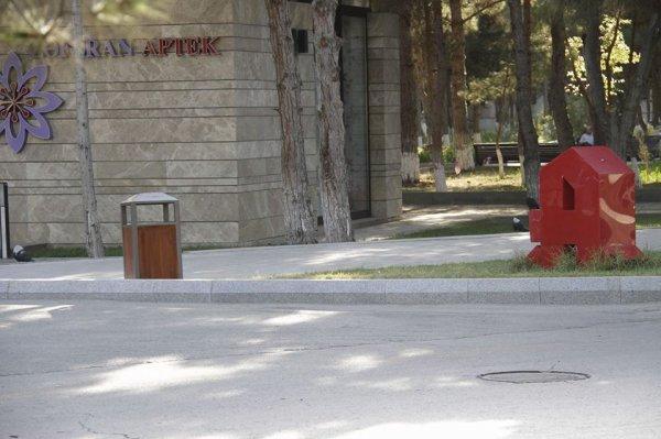 Sumqayıtın mərkəzi küçələrində yeni zibil qutuları - FOTOLAR