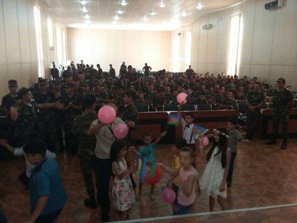 Sumqayıtın qızlardan ibarət rəqs qrupu əsgərlərlə birlikdə müsabiqəyə qatılıb-FOTO