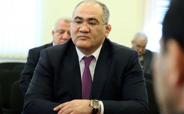 Firdovsi Umudov bayraq qalmaqalından danışdı