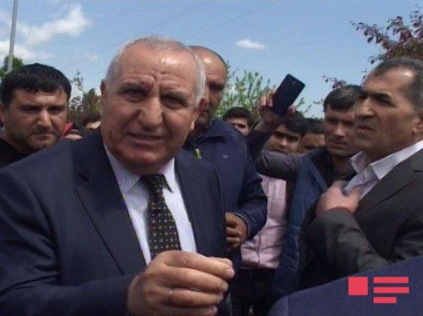 Azərbaycanda işdən çıxarılan 250 nəfər etiraz aksiyası keçirdi - 24 saat vaxt verildi - FOTOLAR