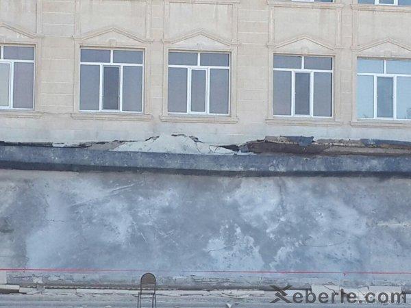 Sumqayıtda universitetin sütunlu tavanı belə uçdu: <span style=