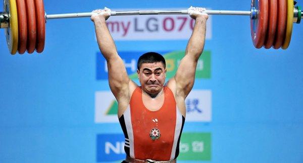 Nizami Paşayev 10 ildən sonra üçqat dünya çempionu adını qazanıb - FOTO